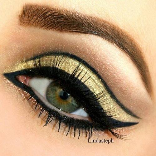 13 Glamorosos Disenos Para Maquillar Tus Ojos De Dorado - Maquillaje-negro