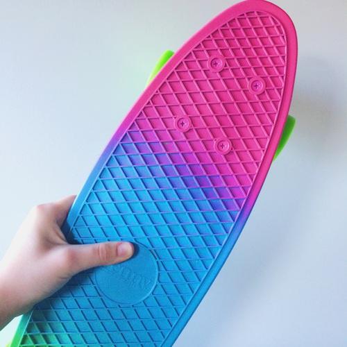 penny board colores rosa azul