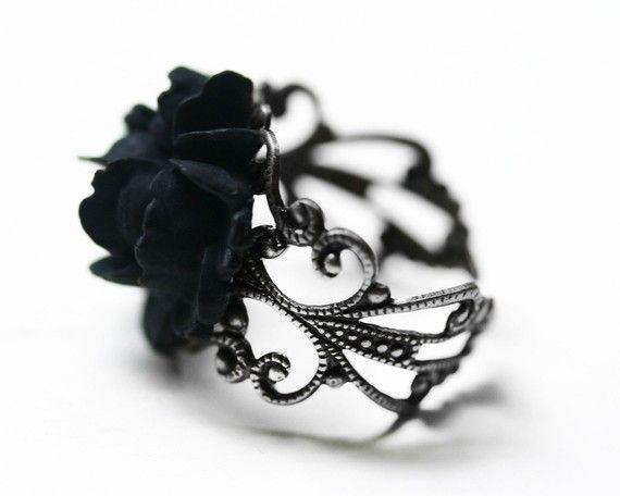 rosa negra anillo
