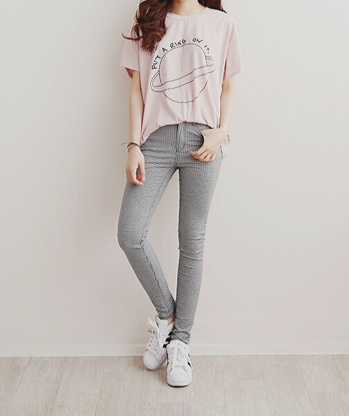 Outfits Con Jeans Grises