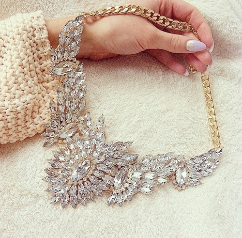 collar extravagante