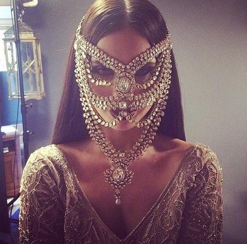 mascara lujosa