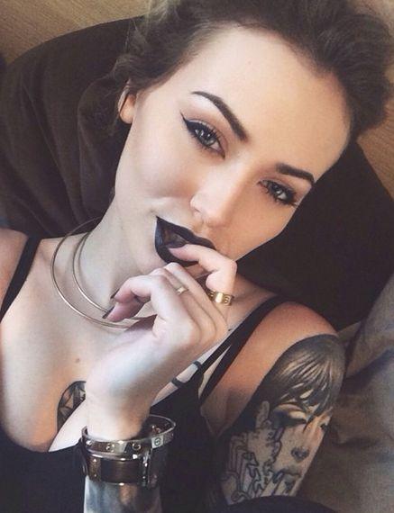 selfie labios negros