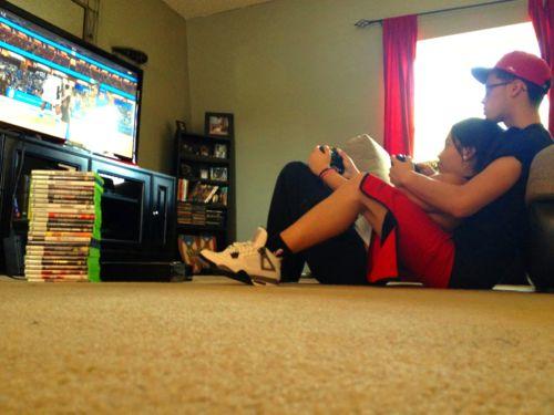 tu y yo jugando