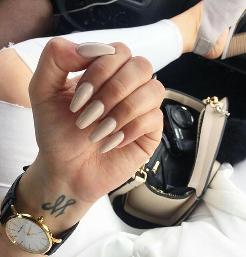 uñas beige