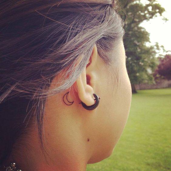 atras de la oreja tatuaje de mujer
