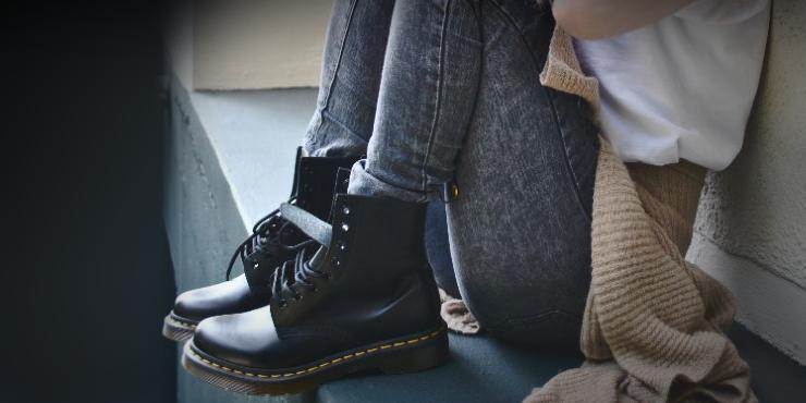 6b71f646daf Looks coquetos para combinar con botas negras Dr. Martens