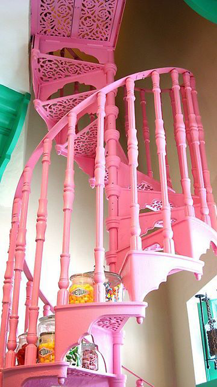 escalera caracol rosa