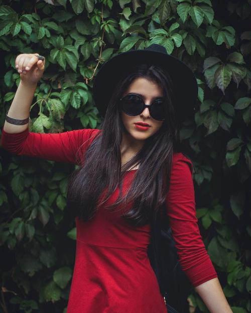 manemi rojo negro
