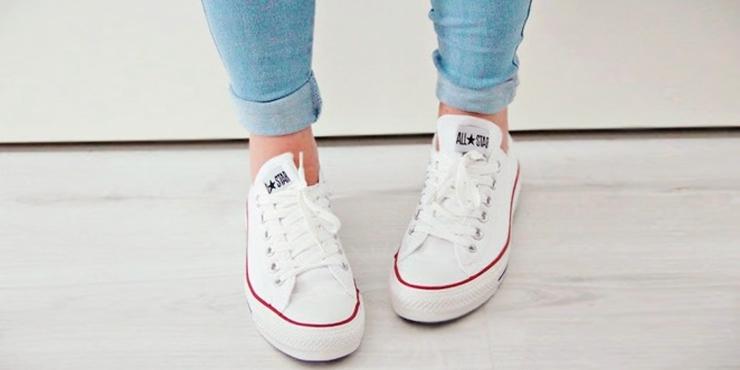 ropa con converse blancas