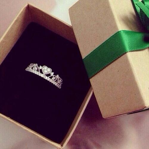 anillo compromiso corona