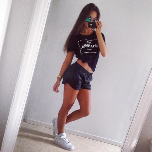 chanel shorts cuero