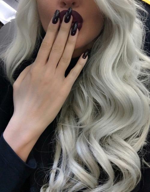 nails elfie