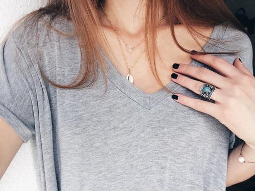 nails_selfie