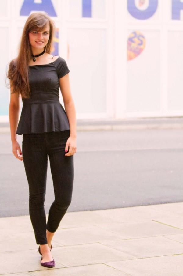 peplum blusa negra