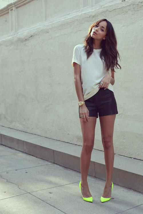 shorts negros zapatos neon