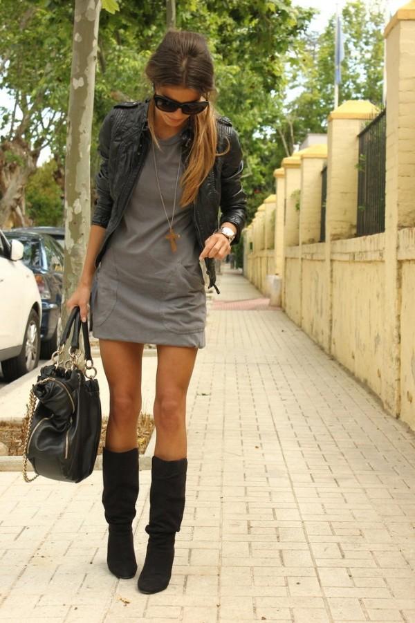 Vestido corto con botas largas