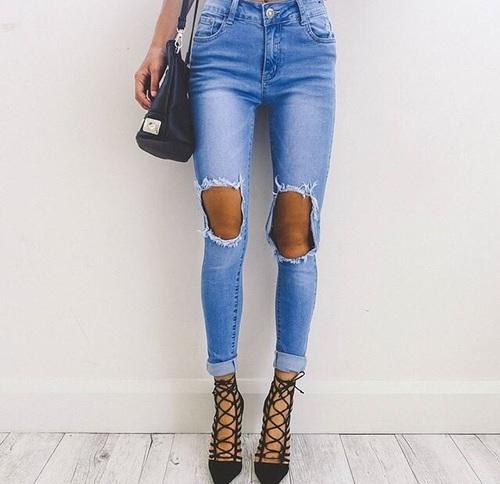 tacones y jeans