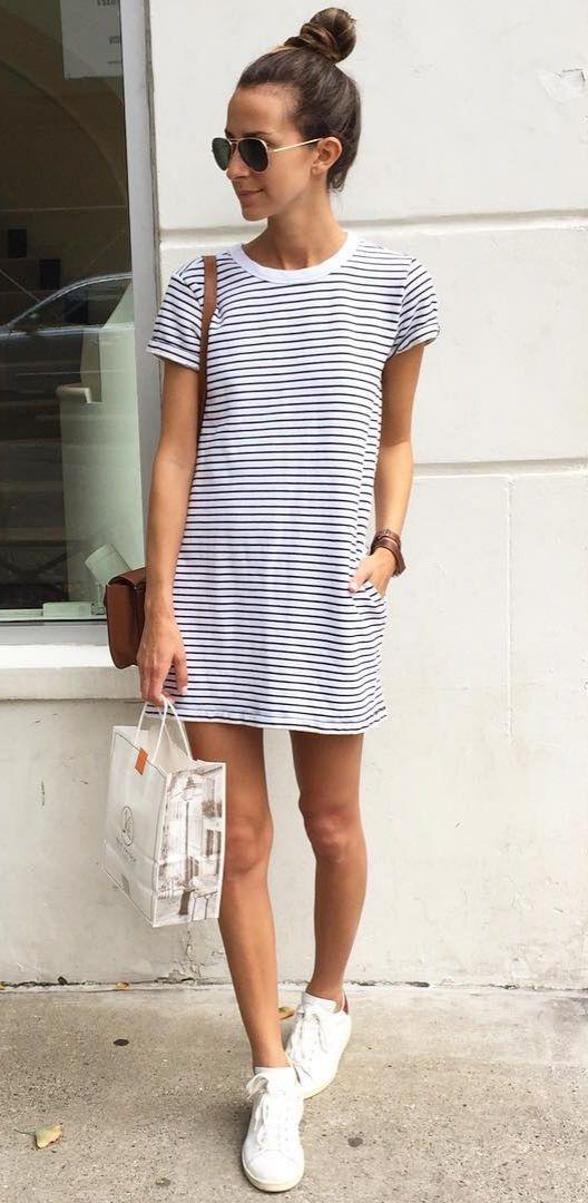 vestido y tennis