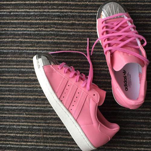 adidas rosas con plata