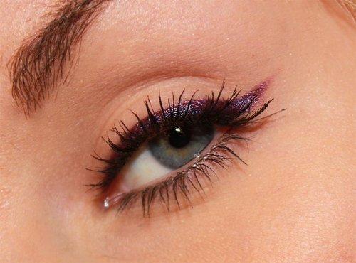 eyeliner morado