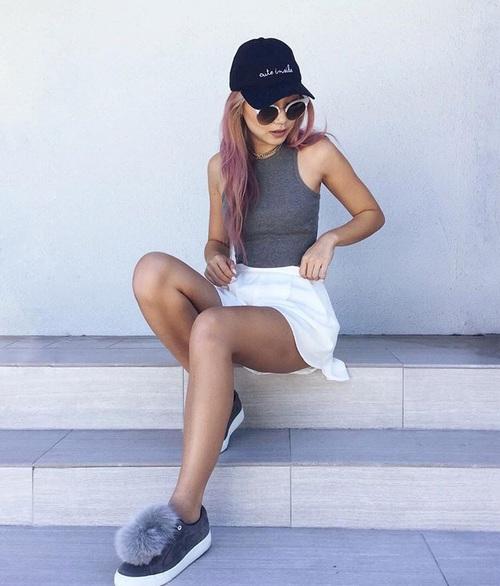 falda y gorra