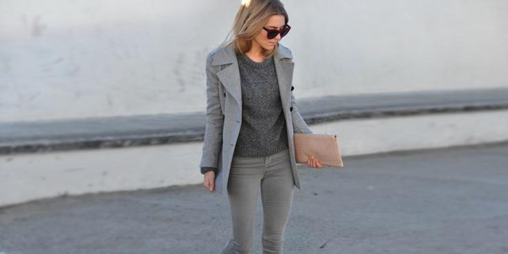 14 Outfits con jeans grises para verte sencilla elegante y bonita
