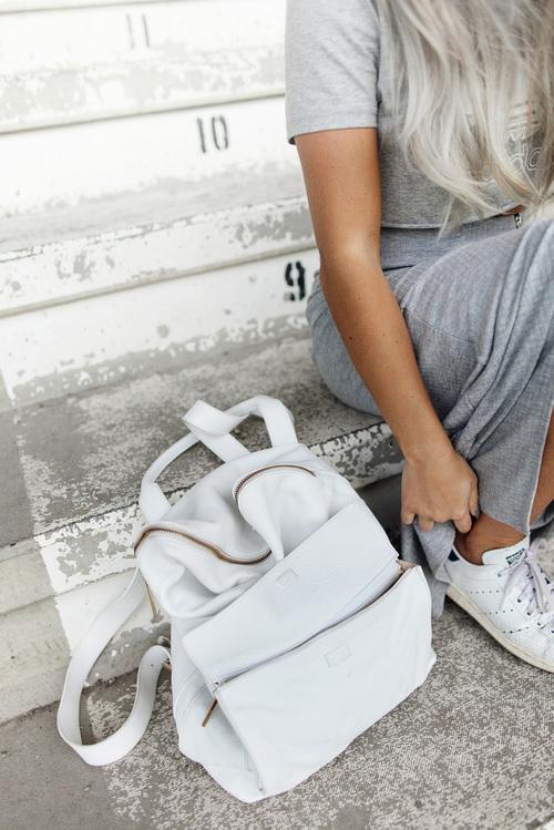 mochila blanca