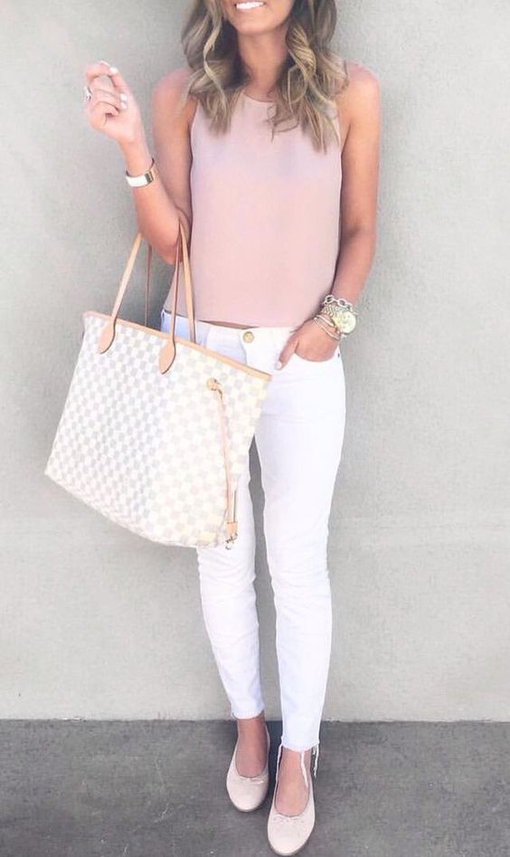 outfit rosa con blanco