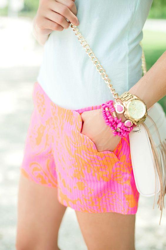 short rosa con naranja