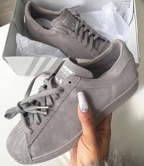 adidas gris