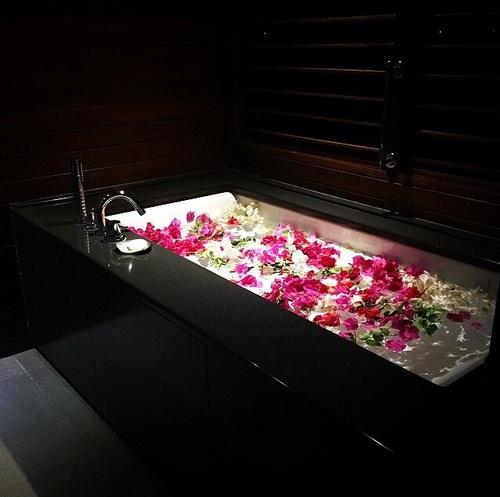 bano con rosas