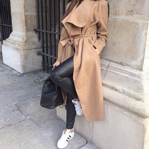 blogger pose