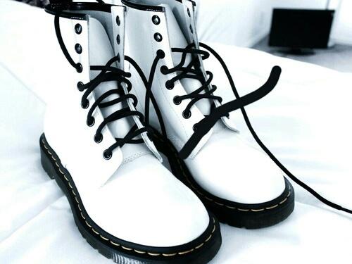 dr martens botas blancas