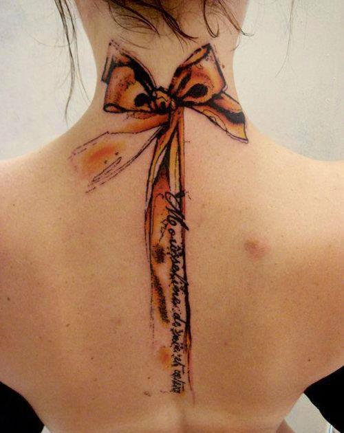 moño cuello tatuaje