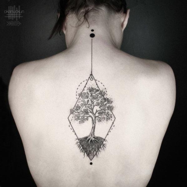 17 Chicas Que Te Haran Querer Un Tattoo En Medio De La Espalda