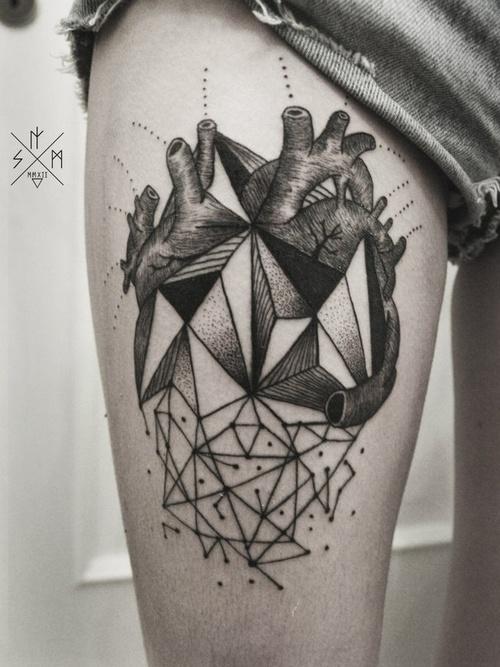 tatuaje geomerico corazon