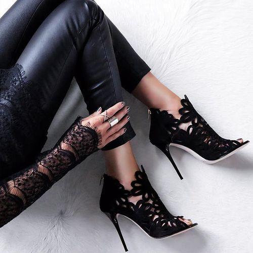 zapatos bellos negros