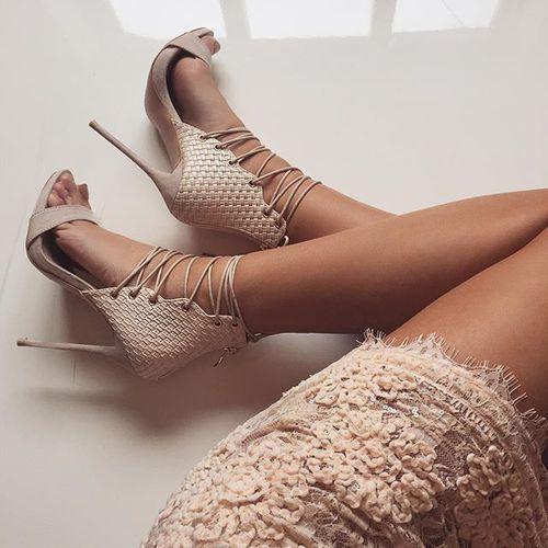 zapatos con tacon beige