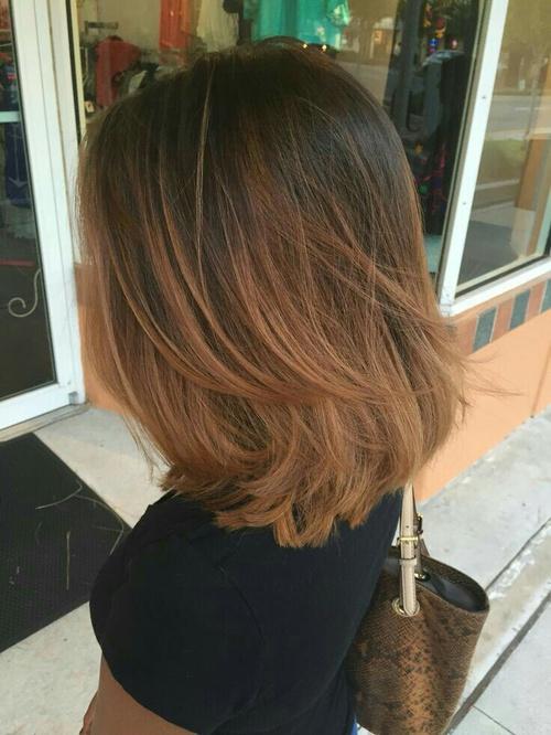 Corte de cabello corto para mujeres bajitas