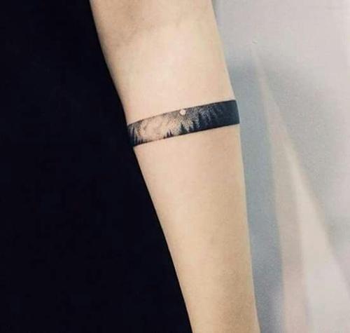 luna tatuaje puntilismo