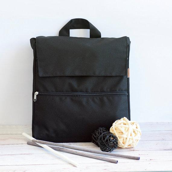 mochila negra para mujer