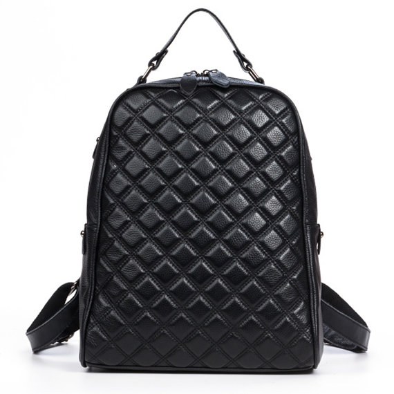 mochila negra super chic