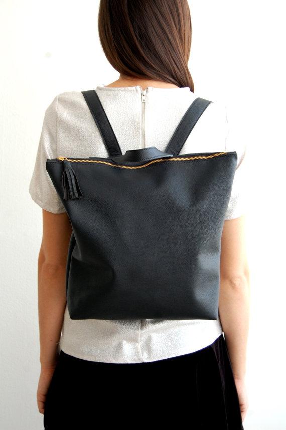 negra mochila para mujer