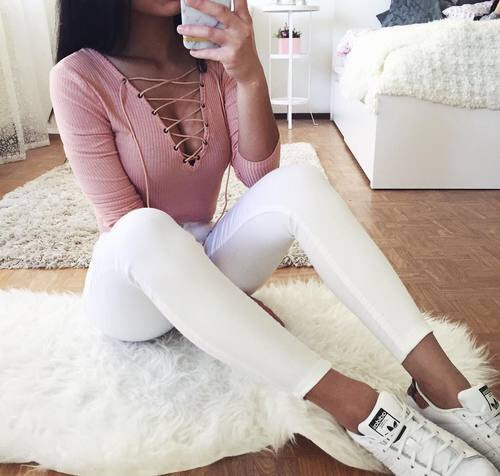 rosa y blanco outfit