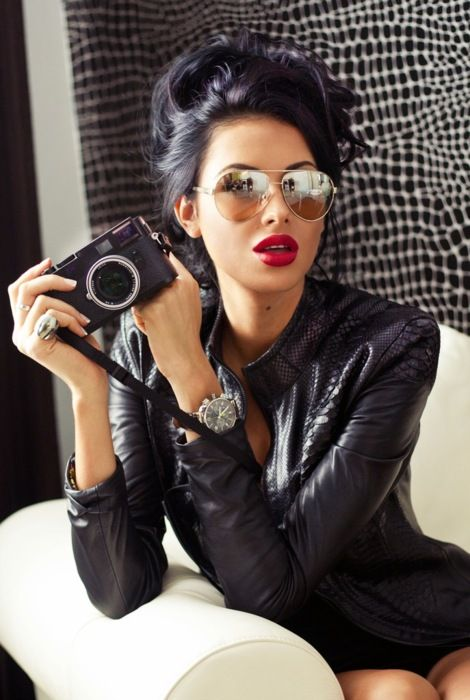 15 Chicas que te tentarán a pintarte el cabello de negro