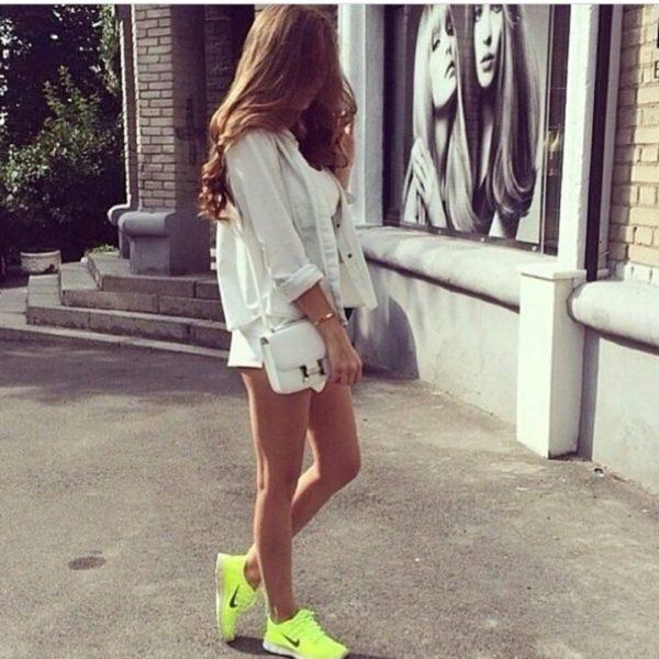 shorts balnco neon