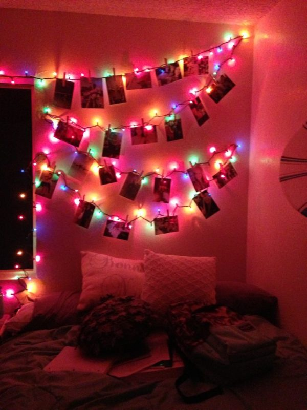 13 ideas lindas para decorar tu cuarto con lucecitas navide as for Cuartos de ninas con luces