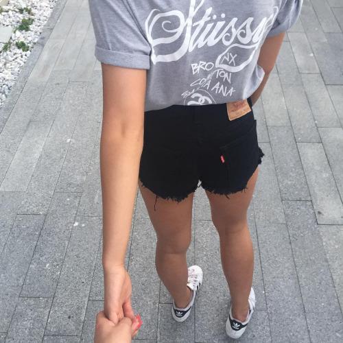 shorts y playera fajada