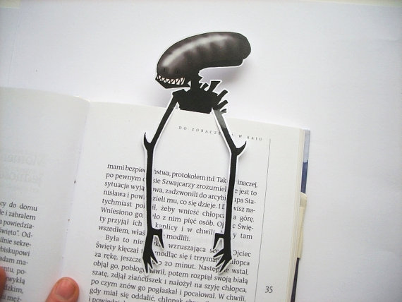 alien-bookmark